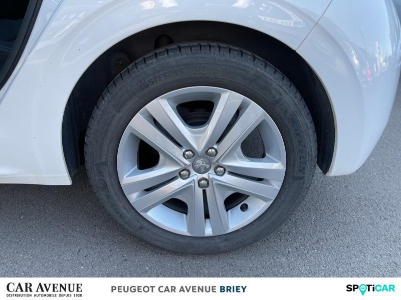 Used PEUGEOT 208 1.2 PureTech 82ch E6.c Signature 5p 2018 Blanc Banquise € 10990 in Briey