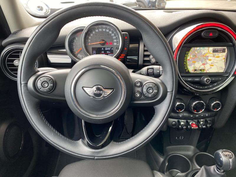Occasion MINI Mini 5 Portes Cooper 136ch Shoreditch 2017 Melting Silver 19980 € à Metz