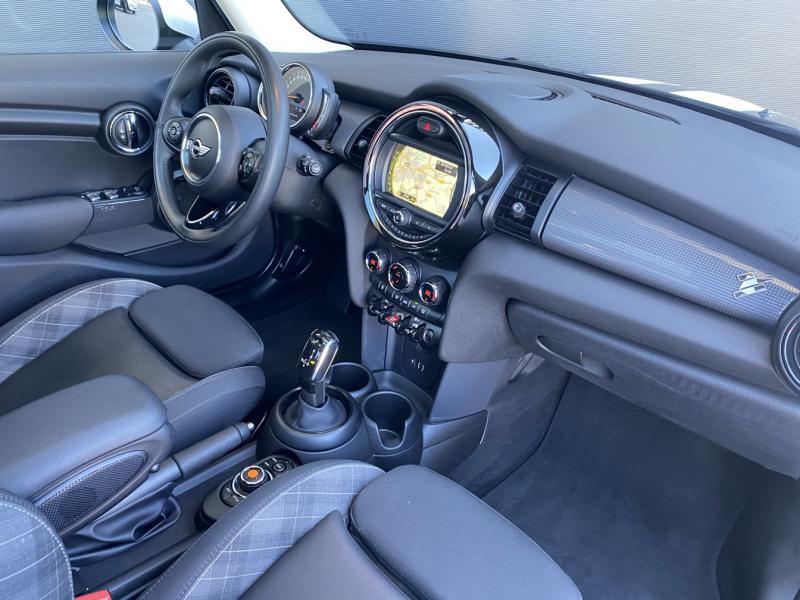Occasion MINI Mini 5 Portes Cooper D 116ch BVA7 102g 2018 British Racing Green II 22990 € à Metz