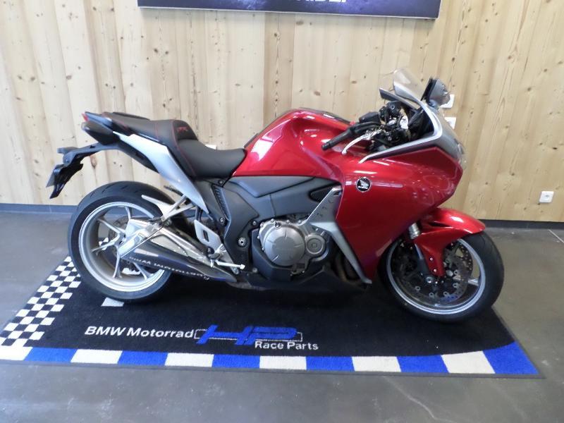 Used HONDA VFR 1200 F C-ABS 2011 2011 Rouge € 7500 in Lesménils